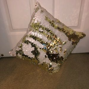 Color changing sequin throw pillow